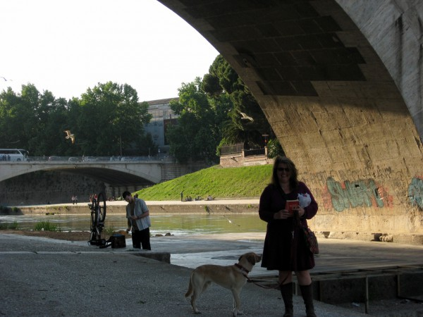 I-have-new-books smile by the Tiber. Photo: MC