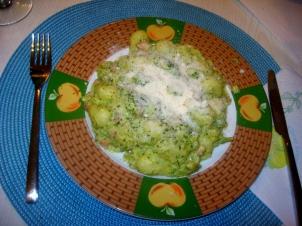 Gnocchi con pancetta and broccoli